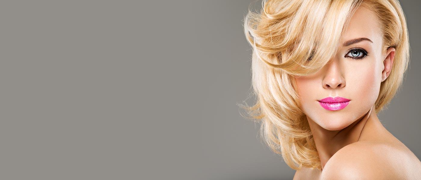 Coloration de cheveux blond - Le Salon à la Farlède